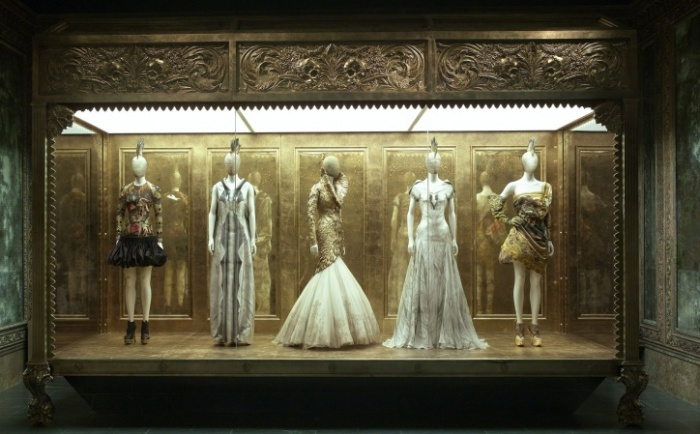 02-exhibit-mcqueen_151357136021.jpg_article_gallery_slideshow_v2