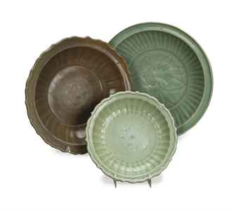three_chinese_longquan_celadon_dishes_ming_dynasty_d5646352h
