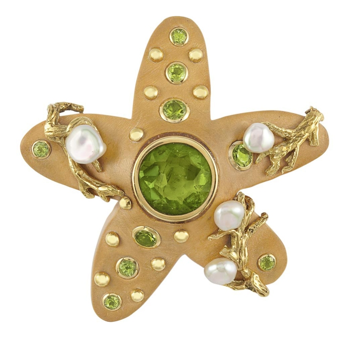 Lot-521-Wood-Gold-Peridot-and-Freshwater-Pearl-Starfish-Brooch-Seaman-Schepps1