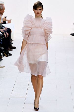 chloe-spring-2013-rtw-pleated-dress-with-oversized-ruffles-profile